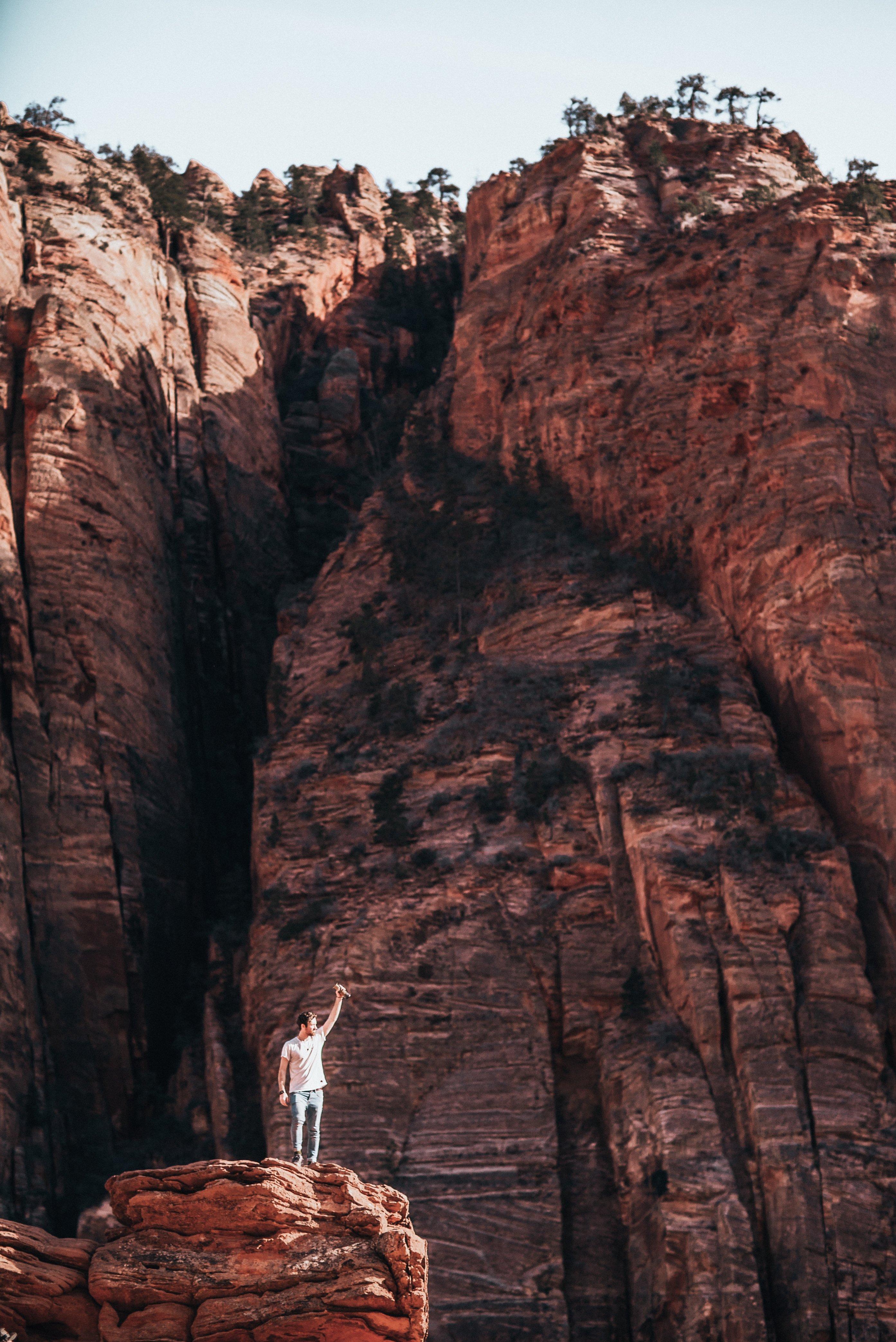 hiker-on-canyon-plateau_4460x4460